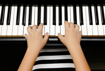 kid with piano