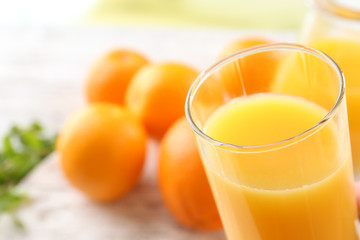 Foto op Canvas Sap Glass of orange juice and oranges on wooden table background