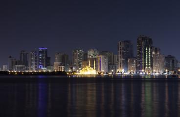 Лагуна Халид и мечеть Аль Нур вечером. Шарджа
