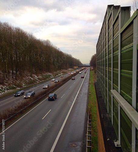 autobahn mit schallschutz stockfotos und lizenzfreie bilder auf bild 75378177. Black Bedroom Furniture Sets. Home Design Ideas