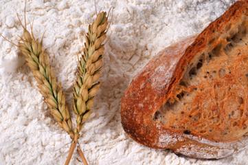 Pain, farine et épi de blé