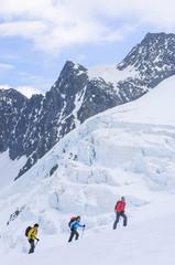 Wintersportler in gewaltiger Natur