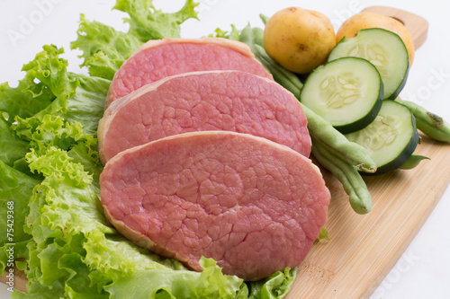 lomo de res y verduras stock photo and royalty free images on