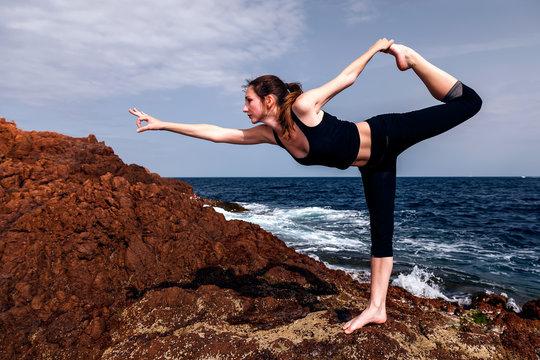 Position de yoga: le danseur.