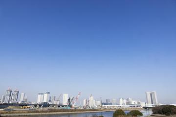 [東京都市風景]臨海副都心有明から望む 建設ラッシュの高層タワーマンションと東京スカイツリー