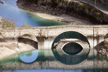 Lago di San Domenico,a Villalago Aquila. Dettaglio del riflesso