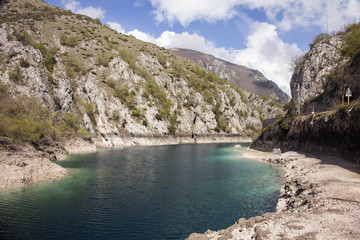 Lago di San Domenico,a Villalago Aquila. Lago tra i monti