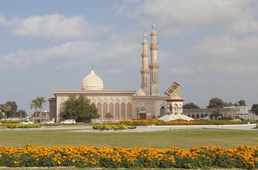 Памятник Корану и Мечеть Al Emam Ahmad Bin Hanbal. Шарджа