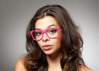 Mädchen mit Brille pink