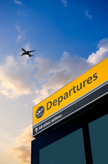 Fototapete - Airport Departure and Arrival sign