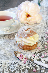 Valentine's Day: Romantic tea drinking with pastry chantilly cre