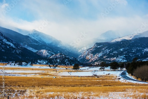 Wall mural Mountains Winter Scenery