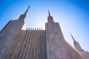 Fotobehang Temple Spires of the Washington DC Mormon Temple in Kensington, Marylan