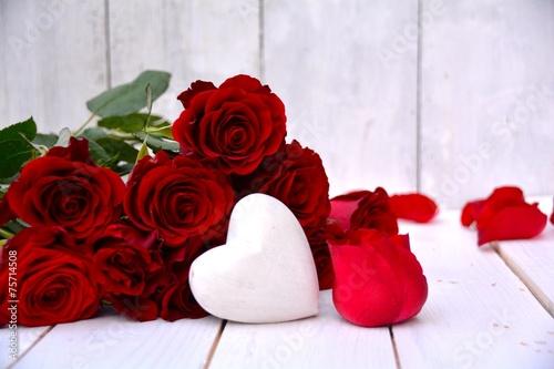 rote rosen stockfotos und lizenzfreie bilder auf bild 75714508. Black Bedroom Furniture Sets. Home Design Ideas