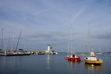 Deux petits voiliers au port de la Flotte en Ré