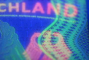 Ausweispapiere unter UV-Licht