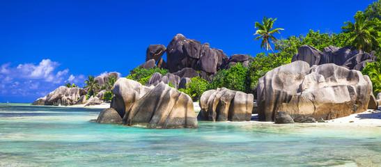Wall Mural - Seychelles  - panorama with impressive granite rocks in La Digue