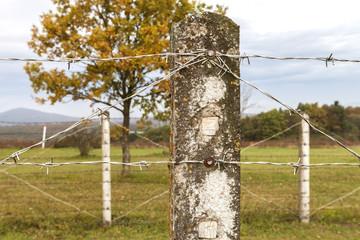 Zaun Stacheldraht an der ehemaligen Grenze