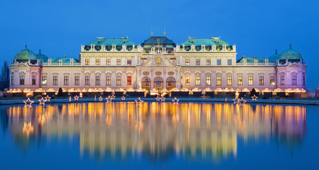 Fototapeten Wien Vienna - Belvedere palace at the christmas market in dusk