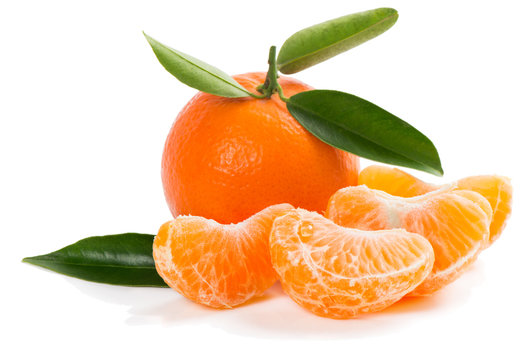 unpeeled tangerine with green leaves and slices
