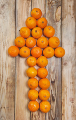 Mandarins expanded in the form of a pointer