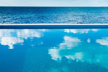 Pool am Meer