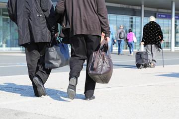 Flugreisende nach Ankunft