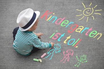 Kinderzeichnung - Kindergarten ist toll.