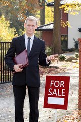 Waiting real estate agent