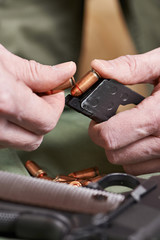 Soldier load ammo in clip Colt