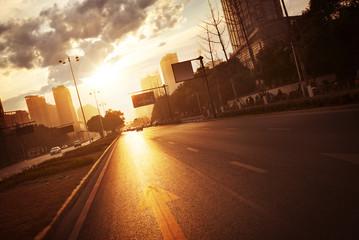 Fotomurales - modern city road scene at sunset