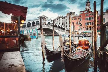 Classical view of the Rialto Bridge - Venice Fototapete