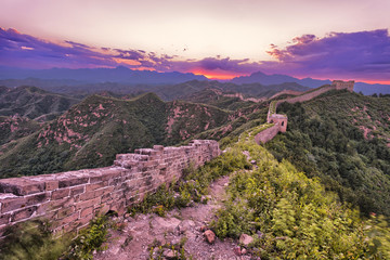 Fototapete - skyline and great wall during sunrise