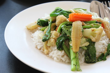 Steamed rice with mixture of vegetables fried