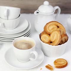 Milchkaffee mit Blätterteig Schweineohren