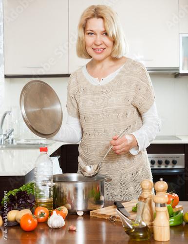 Mature housewife Sarah Bricks cooking something hot in kitchen № 259182 без смс