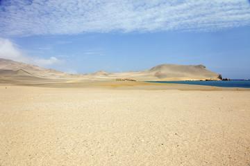 Perù: Riserva di Paracas, il deserto. Arriva sul mare.