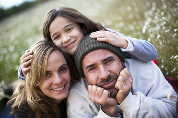 Padre con madre e hija