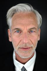 Porträt eines Grauhaarigen Mannes