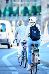 Fototapete - Commuters on bikes