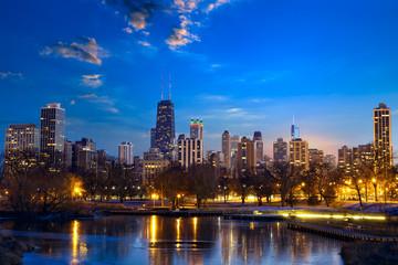 Photo sur Toile Chicago Chicago skyline at dusk, IL, United States