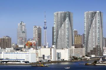 東京都市風景 開発が進む晴海のタワーマンションと東京スカイツリー