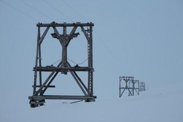 Stromtrasse auf Spitzbergen