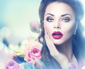 Tuinposter Beauty Retro woman portrait in beauty pink roses