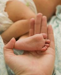 Leg baby in hand mom