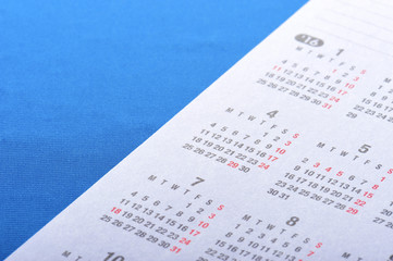 青いバックとカレンダー