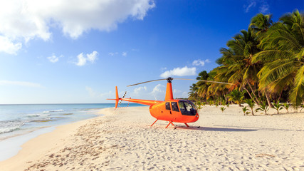 Foto op Plexiglas Helicopter Helicopter on caribbean beach