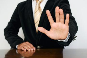 """手のひらを出すビジネスマン Businessman gesture """"stop"""""""