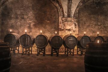 Fototapete - Alte Fässer im Weinkeller