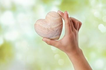 Kinderhand mit Herz